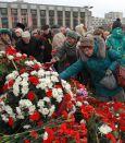 фото ЗакС политика Четырбок и Абраменко вместе с ветеранами возложили цветы к монументу защитникам Ленинграда