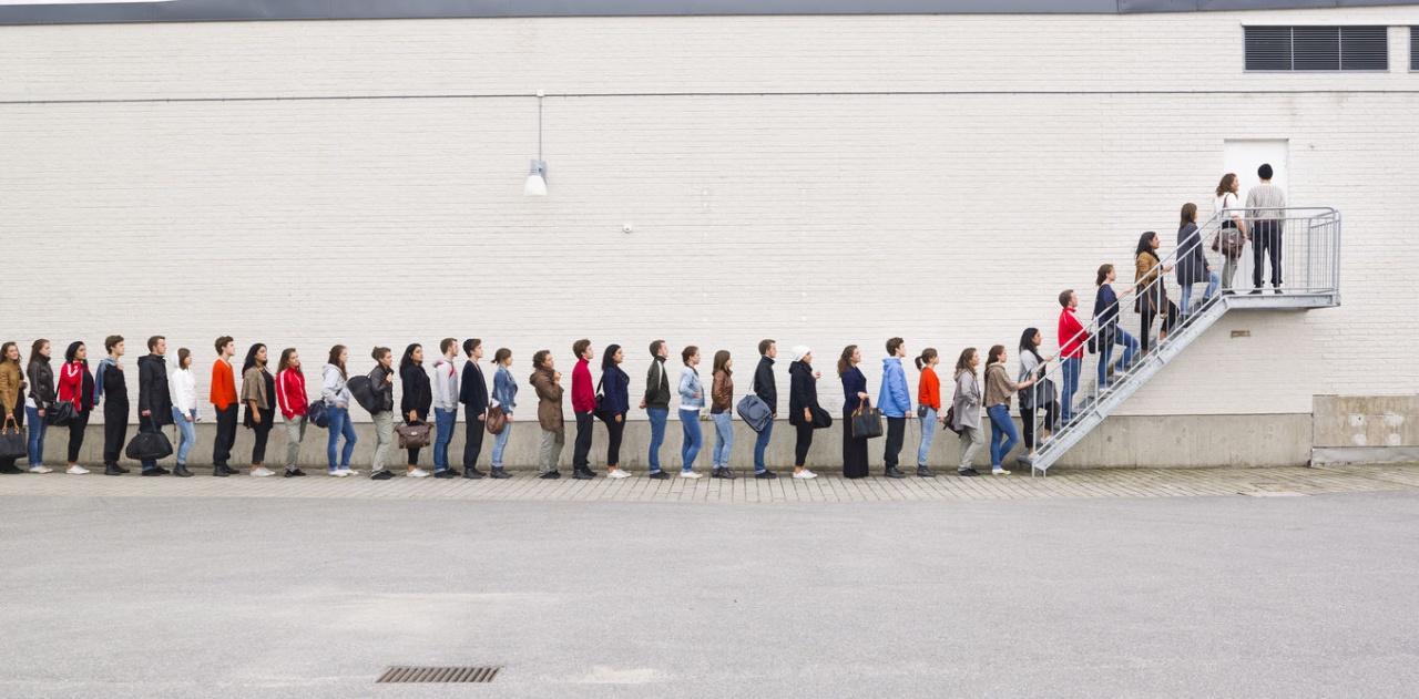 """фото ЗакС политика """"Стена"""" из """"подставных"""" кандидатов возникла перед дверями ИКМО """"Черная речка"""""""