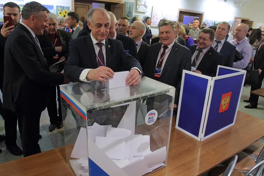 фото ЗакС политика Петербургские единороссы выдвинули своих кандидатов на муниципальные выборы