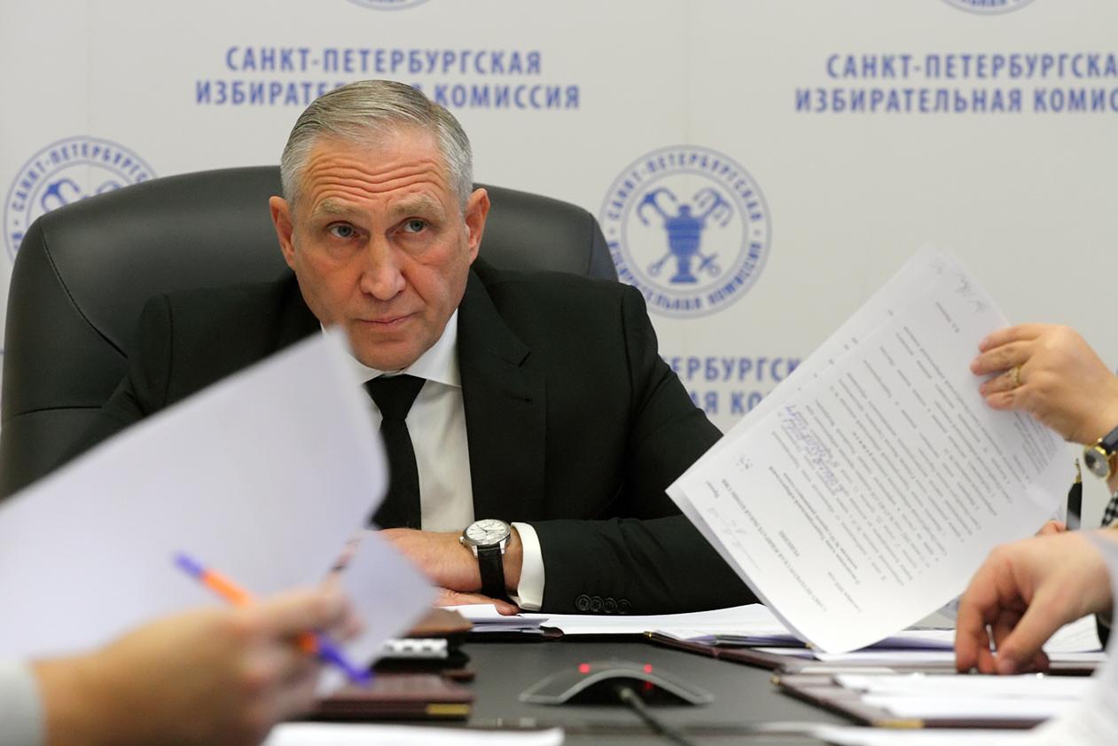 """фото ЗакС политика ГИК предписал МО № 15 и """"Сосновское"""" использовать старые схемы избирательных округов"""
